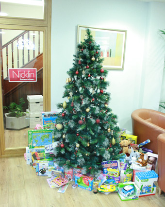 Nicklin raises festive cheer with toy donation